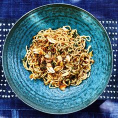 A love letter to classic ginger scallion noodles, but with a crispier, crunchier topping. Beef And Noodles, Ramen Noodles, Toasted Sesame Seeds, Crisp Recipe, No Cook Meals, Quick Meals, Bon Appetit, Cooking Recipes, Cooking Food