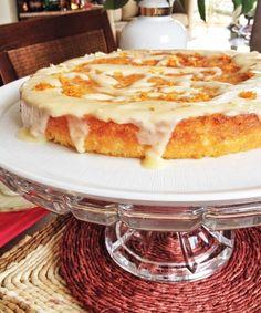 BOLO DE LARANJA_Helena Gasparetto_Estou sempre testando bolos e ultimamente procurando receitas menores, seja porque as pessoas comem menos doces durante a semana, ou porque a família é pequena. Este bolo ficou fofinho, delicado,...