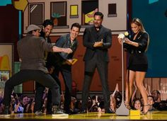 Lol. Channing twerking. The MMXXL boys and J-LO at the MTV Movie Awards :) (April 2015)