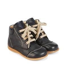 Angulus. Se vores fine udvalg af sko, hjemmesko og støvler fra Angulus til børn. PRiSMATCH- Tvillingerabat - Hurtig Levering - Fragt kun 29 kr! Se mere her!