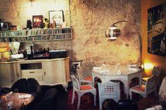 Derrière.  69, rue des Gravilliers, 75003 Paris. M° Arts et Métiers