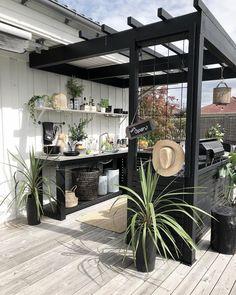 DIY Backyard Oasis Ideas: Easy Inspirations on a Budget to Copy - Pergola Ideas Cozy Backyard, Backyard Patio Designs, Pergola Designs, Pergola Patio, Diy Patio, Patio Ideas, Modern Pergola, Small Pergola, Black Pergola