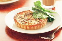 Breakfast pies - These hearty individual bacon and mushroom pies will have everyone dashing to the breakfast table. Delicious Breakfast Recipes, Brunch Recipes, Yummy Food, Drink Recipes, Breakfast Strata, Breakfast For Kids, Breakfast Ideas, Egg And Bacon Pie, Egg Recipes