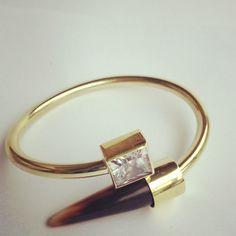 Describe tu pin...bangle , cubic circonia , horn. mlo's jewelry