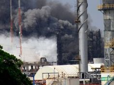 24 muertos por explosión en planta petroquímica en México