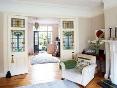 A four bedroom Victorian Townhouse in Dublin was transformed by adding a spacious kitchen extension as well as a loft conversion Victorian Townhouse, Victorian Homes, Home Living Room, Living Room Decor, Victorian Living Room, Victorian Room Divider, House Makeovers, Casa Real, Art Deco