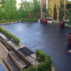 Natural stone patio diy retaining walls 68 Ideas for 2019 - Modern Patio Slabs, Patio Tiles, Outdoor Tiles, Concrete Patio, Outdoor Pavers, Patio Roof, Limestone Patio, Diy Retaining Wall, Garden Paving