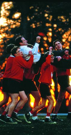 Robin Williams, Robert Sean Leonard, Josh Charles, Allelon Ruggiero, and James Waterston in Dead Poets Society Iconic Movies, Old Movies, Classic Movies, Great Movies, Film Scene, Poetry Society, Society Quotes, Oh Captain My Captain, Citations Film