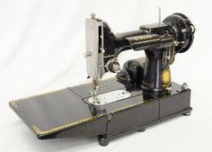 VINTAGE CASED SINGER 222K FEATHERWEIGHT SEWING MACHINE 1955