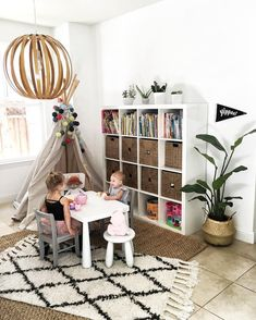 Love the bookshelf and how it's actually practical for a children's room.