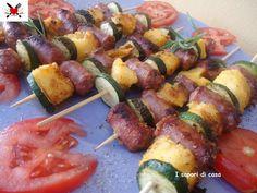 Spiedini con salsiccia zucchine e cubetti di polenta