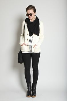 -beige cardigan -black handbag with long straps -striped shirt Fashion 101, Fashion Photo, White Cardigan, Cream Cardigan, Southern Fashion, White Outfits, Winter Looks, Types Of Fashion Styles, Dress To Impress
