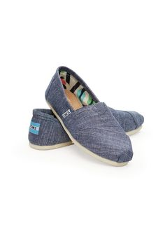 Toms Women's Classics Blue Chambray. Classic is always in style. Chambray keeps this classic style light, while a graphic trim adds some extra interest. And the pair is as comfortable as ever, of course. #EscapeOutdoors #TOMS #Womens #ClassicsBlueChambray #Shoes
