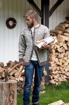 i dag: kofte-motevisning på Fretex Knitwear Fashion, Knit Fashion, Sweater Fashion, Vintage Knitting, Lace Knitting, Knitting Designs, Knitting Patterns, Mens Knit Sweater, Norwegian Knitting