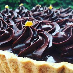 Főzött csokoládékrém receptem – Tortaiskola Hungarian Desserts, Hungarian Cake, Diy Food, Nutella, Cake Decorating, Food Photography, Cheesecake, Food And Drink, Cooking Recipes