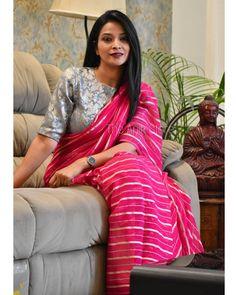 Simple Saree Designs, Simple Sarees, Sari Blouse Designs, Trendy Sarees, Stylish Sarees, Stylish Dress Designs, Fancy Sarees, Dress Indian Style, Indian Outfits