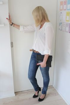 Blue jeans and white blouse / Kotisaari August 2013