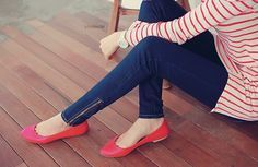 Do you wear red shoes? Trendy Girl, Stylish Girls Photos, Stylish Girl Pic, Girl Photos, Hidden Face Dpz, Girl Hiding Face, Girlz Dpz, Girly Pictures, Girly Pics