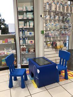Pharmacie du port à Aix-les-Bains et son espace enfants connecté grâce à la Table Kid's ! Table Tactile, Set Design, Ministry, Convenience Store, Pharmacy, Woodwind Instrument, Stage Design, Convinience Store, Stage Equipment