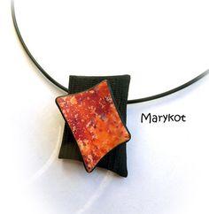 pendentif_rougenoir_marykot | by marykot Fused Glass Jewelry, Ceramic Jewelry, Enamel Jewelry, Wooden Jewelry, Handmade Jewelry, Jewellery, Polymer Clay Necklace, Polymer Clay Pendant, Polymer Clay Beads