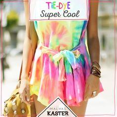 """Os tingimentos que criam o efeito tie-dye permitem compor looks contemporâneos, descolados e com aquela pegada hippie sofisticada.Esse efeito que foi marcante na juventude dos anos 60 e 70 e hoje é a """"estampa"""" must have da estação. #trend"""