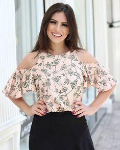 Ideas for moda de blusas elegantes 2019 Blouse Styles, Blouse Designs, Corsage, Casual Wear, Ideias Fashion, Fashion Dresses, Cute Outfits, Clothes For Women, Womens Fashion