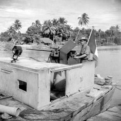 A French patrol boat patrolling the rivers of Indochina, equipped with extra armored plates and a Cal. December Pin by Paolo Marzioli Military Units, Military History, French Armed Forces, First Indochina War, Belle France, Sniper Training, French Foreign Legion, French Colonial, French History