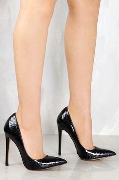 Bite Me - Black Snake - Lola Shoetique Extreme High Heels, Sexy High Heels, High Heel Pumps, Pumps Heels, Stiletto Heels, Aldo Heels, Classic Pumps, Nice Legs, Beautiful Legs