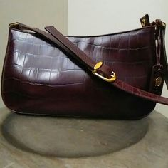 🔥VINTAGE🔥ETIENNE AIGNER SHOULDER BAG PRE-OWNED, VERY GENTLY USED!  100% EMBOSSED COWHIDE LEATHER  WINE IN COLOR W/ BEAUTIFUL GOLD HARDWARE!   IF YOU HAVE ANY ADDITIONAL QUESTIONS, PLEASE ASK BEFORE YOU PURCHASE! THANK YOU 😊 vintage  Bags Shoulder Bags