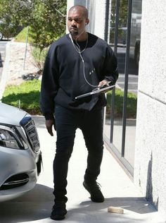 Kanye West Photos - Rapper and designer Kanye West was spotted at his office in Calabasas, California on July It& back to business as usual for Kanye who recently returned from Paris, France. - Kanye West At His Office Building In Calabasas Kanye West Photo, Kanye West Style, Moda Kanye West, Kaney West, Kanye West Adidas Yeezy, Kanye West Outfits, Kanye West Fashion, Celebrity Sneakers, Celebrity Outfits