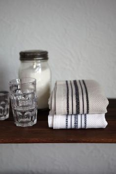 Antique design on this modern kitchen cloth. A stylish addition to your kitchen. Use the Utility Cloth from Mungo as a hand towel or dish cloth. Linen Towels, Tea Towels, Bathroom Towel Decor, Textile Company, Weaving Textiles, Kitchen Linens, Turkish Towels, Soft Furnishings, Vintage Furniture