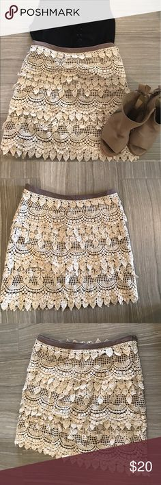 White Lace Skirt Taupe & off white lace skirt! Very flattering fit. It's a size small. There is a small hole on the inside (not noticeable when on) where the tag once was. Had to remove due to annoyance. Zipper on the side Skirts Mini