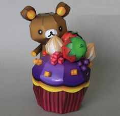 Rilakkuma Happy Cupcake Papercraft - by Ikarus Media -         A cute paper toy and a nice gift for who you like. Made by Mexican designer Ikarus Media, via DeviantArt.