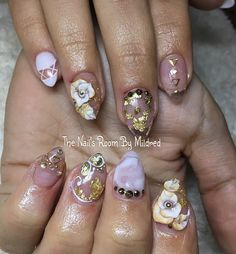 Beautiful white & gold @ The Nail's Room by Mildred #thenailsroom #uñas #uñasacrilicas #uñasdecoradas #nails #nailart #nailswag #nailsoftheday #nailsonpoint #nails2inspire #nailpromote #nailprodigy #nailpromagazine #notpolish #acrylic #acrylicnails #almondnails #youngnailsinc #youngnailsacrylic #whitenails #goldfoil #goldnails #3dnailart #flowernails #sparkles #spring #glitter #crystals