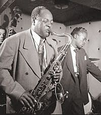 """William Gottlieb Coleman Hawkins and Miles Davis, the Three Deuces, New York City 1947 """"If you don't make mistakes you are not really trying."""" Coleman Hawkins """"I'll play it first & tell you what it is. Miles Davis, Coleman Hawkins, Jazz Club, Jazz Artists, Jazz Musicians, Louis Armstrong, Santa Monica, New York, Images Google"""