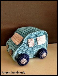Gehaakt autootje rammelaar. Gratis haakpatroon. crochet rattle baby toy car free pattern