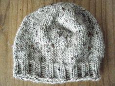 La souris aux petits doigts: le bonnet doudou pour se lancer dans le tricot aux aiguilles circulaires