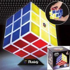 LAMPARA CUBO RUBIK … Precio de Ocasión, Esta innovadora luz de escritorio y empieza a moverla y girarla como si fuera un verdadero cubo de Rubik. Recargable, la Cubic Light de Rubik te permitirá dos