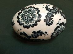 A lovely 'etched' emu egg by Debra Elliott McKay. Debra learned the art of etching emu eggs at the PysankyUSA Retreat
