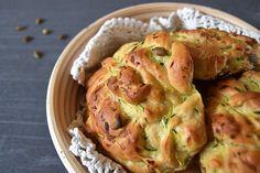Hjemmebagt brød til madpakken er altså lækkert at åbne op til. Speltbrud med squash og græskarkerner er fuld af kostfibre og giver god mæthed. Nemt bagværk til madpakken eller eftermiddagsmaden.…