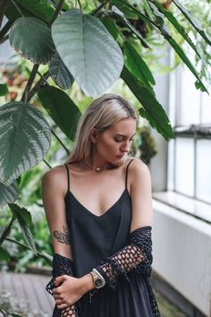 all black outfit, girl with tattoos, moth tattoo, tank top, blonde, choker, banana leafs, street style,