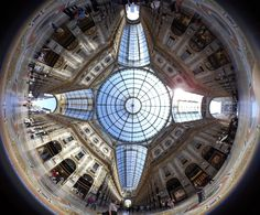 Want to discover one of the world's oldest shopping malls? Here is the Galleria Vittorio Emanuele II in Milan. With Tamaggo you can't miss any details! Galleria Vittorio Emanuele Ii, Immersive Experience, Shopping Malls, Milan Italy, Photo And Video, Photography, Photograph, Fotografie, Shopping Mall