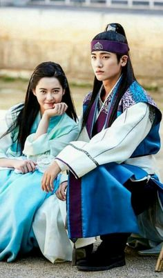 sometime hwarang character twist my mind n thinking this: since Aro didnt appreciated yr love. therefore let not save ur picture wt her. Go Ara, Asian Actors, Korean Actors, Korean Dramas, My Shy Boss, Goblin, Park Seo Joon, Bts Girl, K Wallpaper