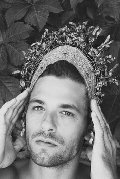A good man with right intentions. Headdress, Headpiece, Greek Men, The Minotaur, Invisible Crown, Good Genes, Hades And Persephone, Witch Fashion, Ideal Man