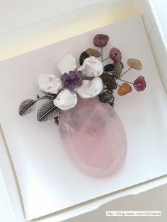 원석 브로치 만들기 : 네이버 블로그 Gemstone Jewelry, Beaded Jewelry, Handmade Jewelry, Diy Projects To Try, Clay Art, Beaded Embroidery, Diy And Crafts, Jewelry Making, Hair Accessories