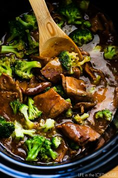 Tender beef and broccoli florets simmer in a slow cooker to create this warm and hearty Crock Pot Beef and Broccoli! It's a recipe that truly belongs in your dinner hall of fame! Healthy Slow Cooker, Crock Pot Slow Cooker, Crock Pot Cooking, Slow Cooker Recipes, Beef Recipes, Cooking Recipes, Crockpot Meals, Crock Pot Beef, Cooking Time