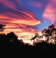 恐ろしいのか美しいのかわからない光景。イタリア北部の上空に出現した「赤く染まったアスペラトゥス波状雲」 | 地球の記録 – アース・カタストロフ・レビュー