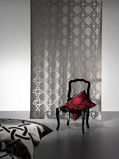 ELOISE by Ulf Moritz - Half-transparent fils-coupé with a graphic knot-pattern.