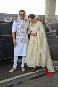 Mumbai: Ranveer Singh and Deepika Padukone leaves for their wedding reception in Bengaluru #Gallery - Social News XYZ