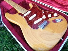 An amazing guitar, in my opinion one of the best strats ever made by Fender. Spec includes: Fender